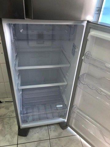 Geladeira/Refrigerador Frost Free cor Inox 310L Electrolux (TF39S) 127V - Foto 4