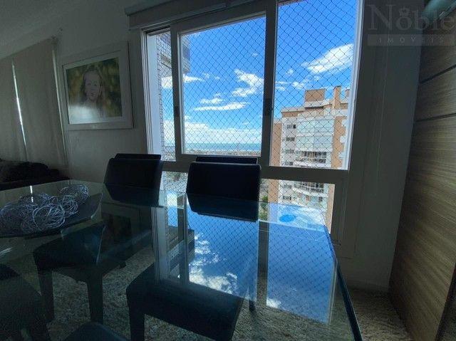 Apartamento com sacada ampla e vista para o mar e rio - Foto 8