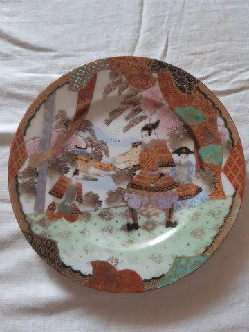 lote 4 pratos porcelanas japonesas antigas pintados à mão filetado a ouro - Foto 5