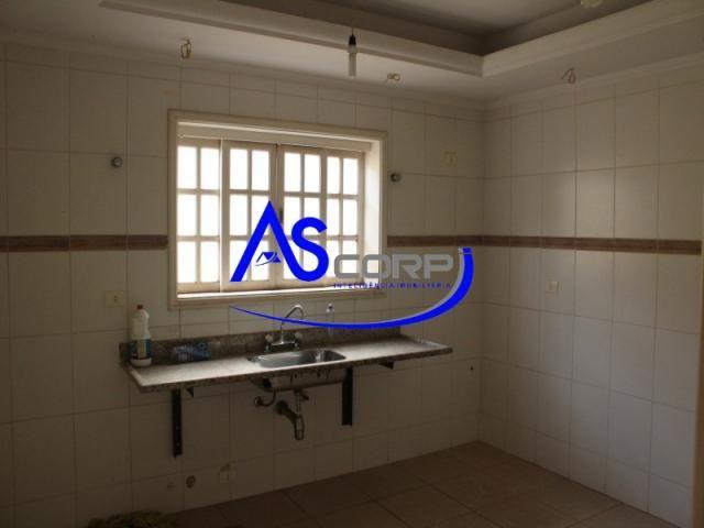 Casa assobradada, arquitetura Inglesa, em condomínio fechado - Foto 6