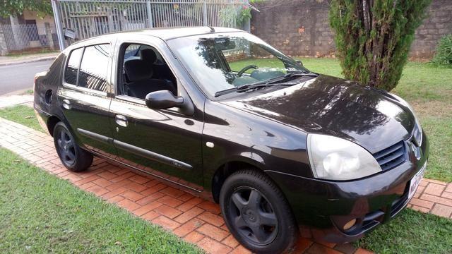 """""""Oferta"""" Clio Sedan Privilege 1.6 Hi-Flex 2006"""