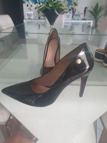 Sapato Scarpin Preto Vernizado número 43 (Usado apenas 1x) - Foto 5