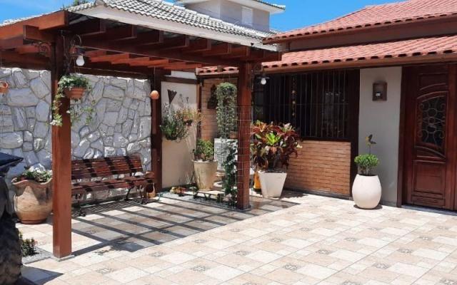 Excelente Casa em Itaipuaçu Mobiliada c/ 3Qtos (1 suíte), com piscina e churrasqueira.