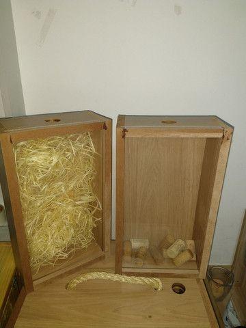 Box Mini Adega com porta rolha, porta rolhas, box com suporte para taça de vinho em MDF - Foto 4