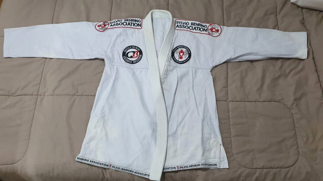 Kimono Branco + Faixa e mochilinha(Preco Único)