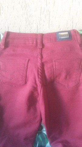 Calca jeans nova vinho  escuro - Foto 2