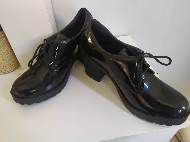 Sapato Feminino n 37 com Salto Alto