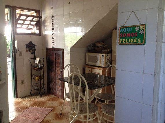 Casa ampla e independente, área de lazer privativa, 50 m da Rodovia e próxima a Praia - Foto 7