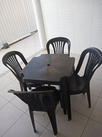 Conjunto de mesa com cadeiras em plástico  - Foto 2