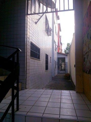 Apartamento para aluguel possui 100 metros quadrados com 3 quartos em Icaraí - Caucaia - C - Foto 3