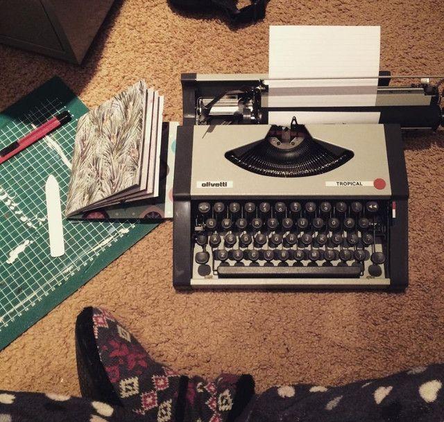 O.T ano 1977 Maquina de escrever antiga - antiguidade