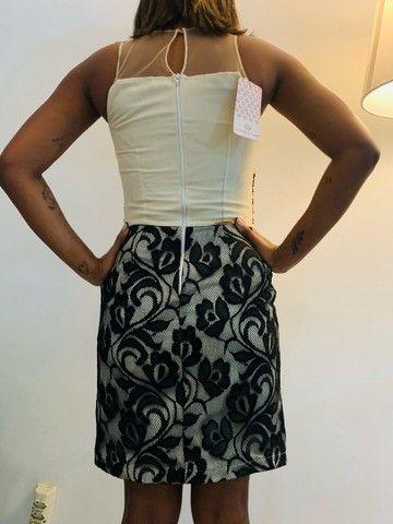 Vestido zibeline e renda preta. P  - Foto 4