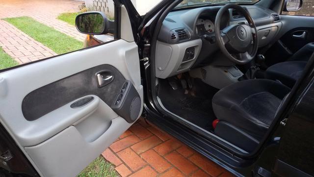 """""""Oferta"""" Clio Sedan Privilege 1.6 Hi-Flex 2006 - Foto 3"""