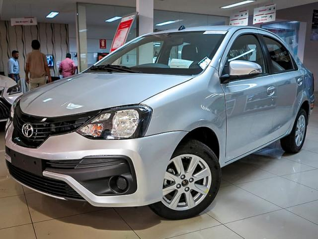TOYOTA ETIOS SEDAN X PLUS 15 MT 19/20 - Foto 3
