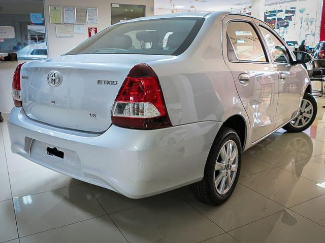 TOYOTA ETIOS SEDAN X PLUS 15 MT 19/20 - Foto 6