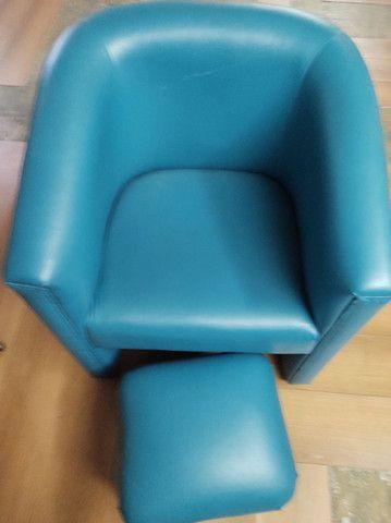 Poltrona com Puff p apoio dos pés - azul em corino- em perfeito estado - pouco uso