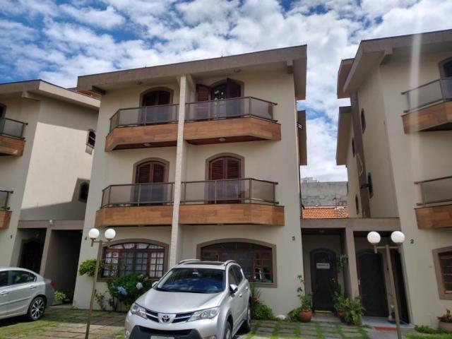 Casa de Condomínio em Vila Augusta, com 4 quartos, sendo 4 suítes e área útil de 180 m²