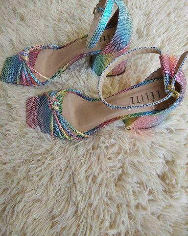 Sandália salto bloco Tie Dye
