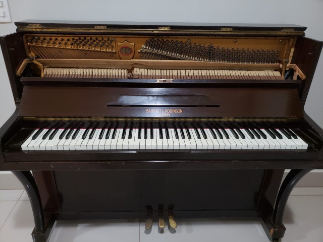 Piano Inglês Barratt & Robinson