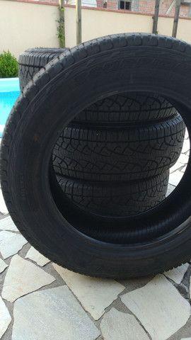 4 pneus novos Pirelli 215/60R17 - Foto 2