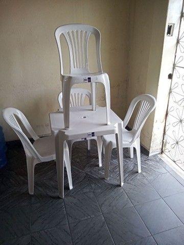 Conjunto de mesa com cadeiras em plástico  - Foto 3