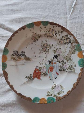 lote 4 pratos porcelanas japonesas antigas pintados à mão filetado a ouro - Foto 4