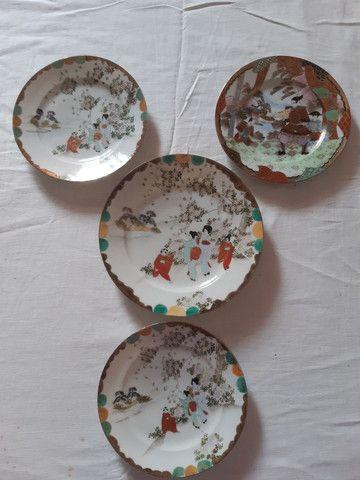 lote 4 pratos porcelanas japonesas antigas pintados à mão filetado a ouro