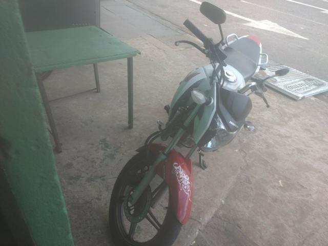 Vendo minha moto 2014 muiiito bem conservada no meu nome.