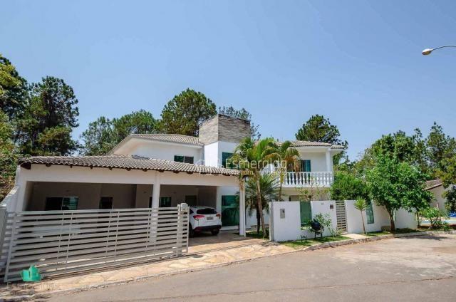 Casa com 5 suítes em condomínio. aceita permuta por apartamento. linda vista para um vale