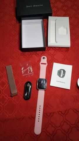 Smartwatch com pulseira de brinde