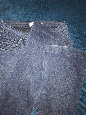 Calça jeans boca de sino tamanho 36 - Foto 2