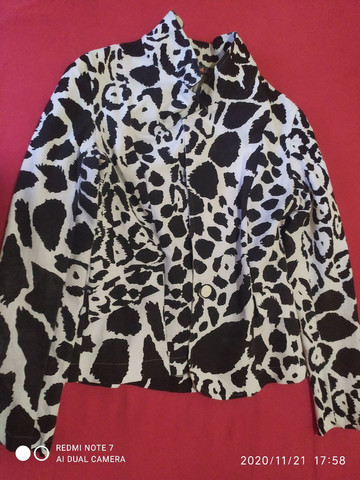 Vendo Blazer,  animal print... Semi novo.