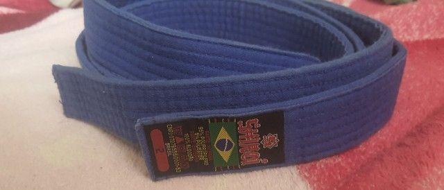 Faixa azul de artes marciais