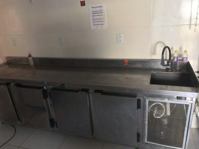 Bancão refrigerador de 4 portas e pia  - Foto 4