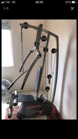 Aparelho de musculação - estação de treinamento