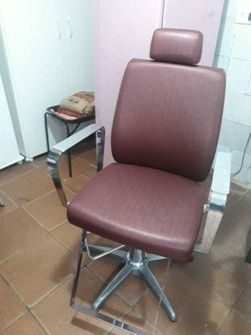 Cadeira nova pouco tempo de uso - Foto 2