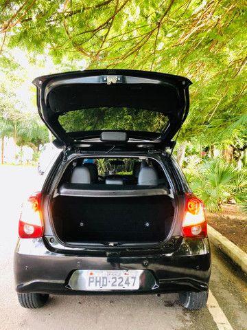 Toyota Etios Platinum automático $ 51.490,00 impecável - Foto 13