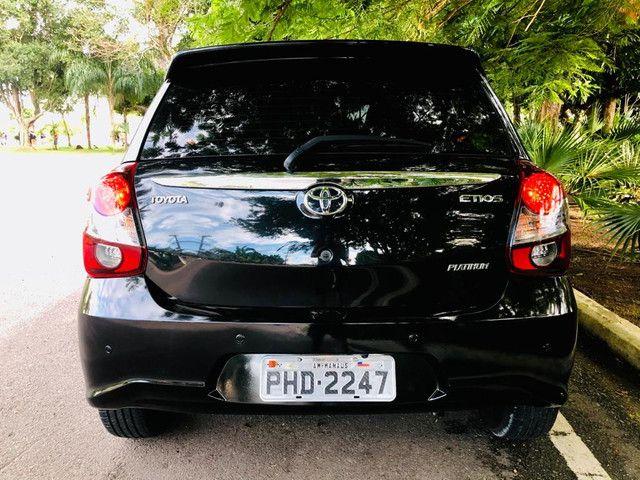 Toyota Etios Platinum automático $ 51.490,00 impecável - Foto 9