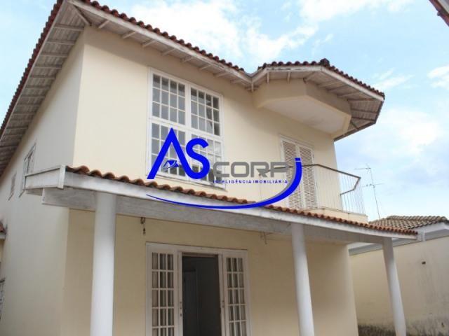 Casa assobradada, arquitetura Inglesa, em condomínio fechado - Foto 2