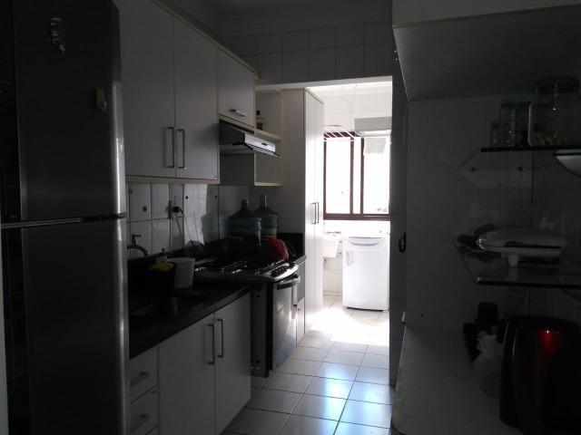 Vendo apartamento com três quartos com dependência no Stiep - Foto 11