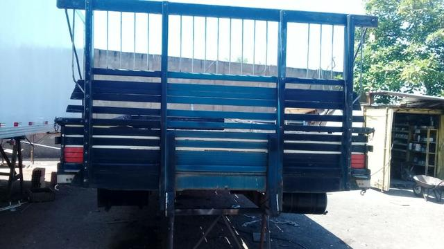 Carroceria de madeira 7.80 - Foto 8