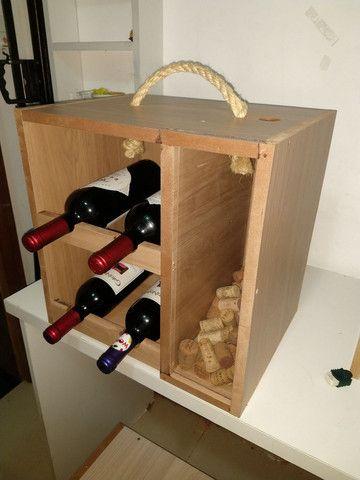 Box Mini Adega com porta rolha, porta rolhas, box com suporte para taça de vinho em MDF