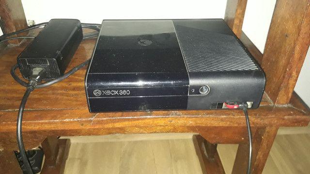 Xbox 360 usado, conservado, uma manete (estado ruim)
