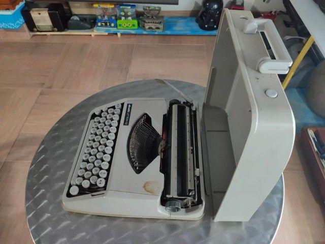 Maquina de Escrever Olivetti com Maleta Original - Foto 3