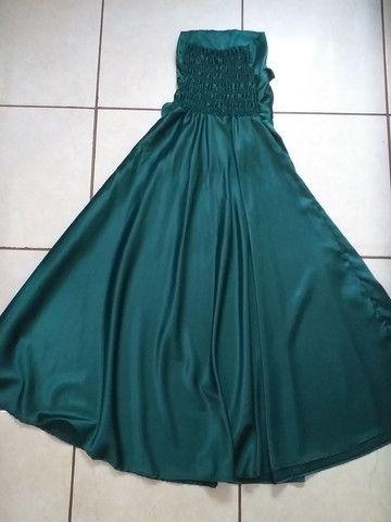 Vestido de festa longo verde cetim no godê - Foto 2