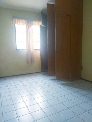 Apartamento para aluguel possui 100 metros quadrados com 3 quartos em Icaraí - Caucaia - C - Foto 11