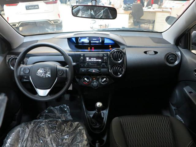 TOYOTA ETIOS SEDAN X PLUS 15 MT 19/20 - Foto 12