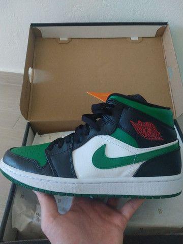 Tênis Nike Air Jordan 1 mid Green Toe - Foto 4
