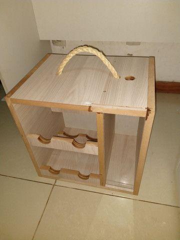 Box Mini Adega com porta rolha, porta rolhas, box com suporte para taça de vinho em MDF - Foto 3