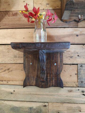 Suporte de madeira rústica para oratório - Foto 4